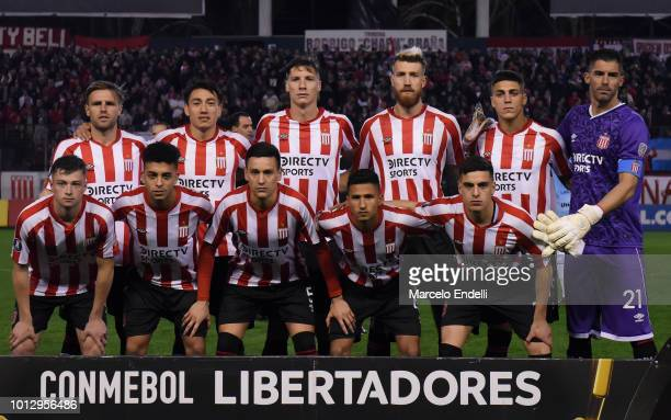 Players of Estudiantes La Plata pose for a photo prior to the first round of sixteen first leg match between Estudiantes de La Plata and Gremio as...