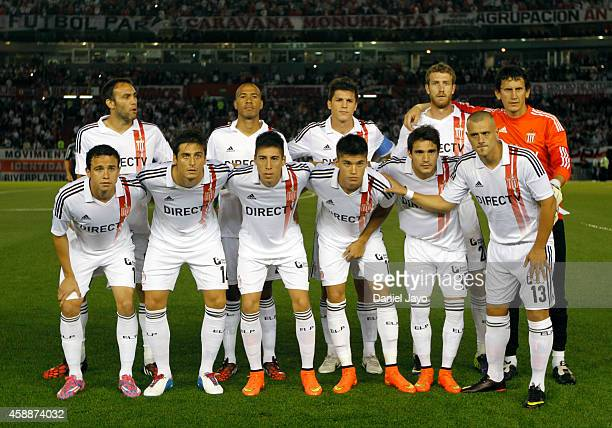 Players of Estudiantes pose for a team photo before a match between River Plate and Estudiantes as part of 14th round of Torneo de Transicion 2014 at...
