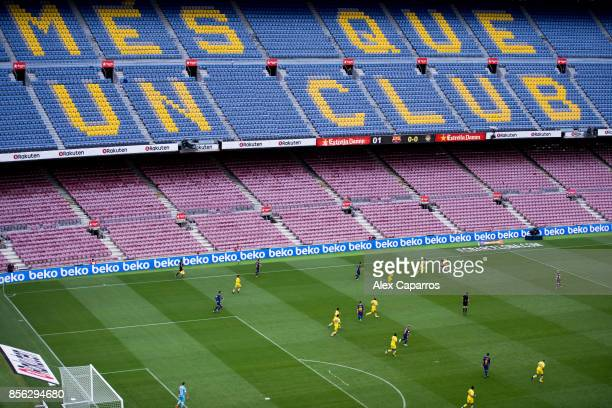 Players of FC Barcelona and UD Las Palmas are seen during the La Liga match between Barcelona and Las Palmas at Camp Nou on October 1, 2017 in...