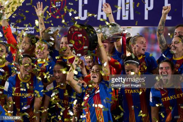 Players of FC Barcelona celebrates victory during the Copa de la Reina Final match between Levante UD and FC Barcelona at Estadio Municipal de...