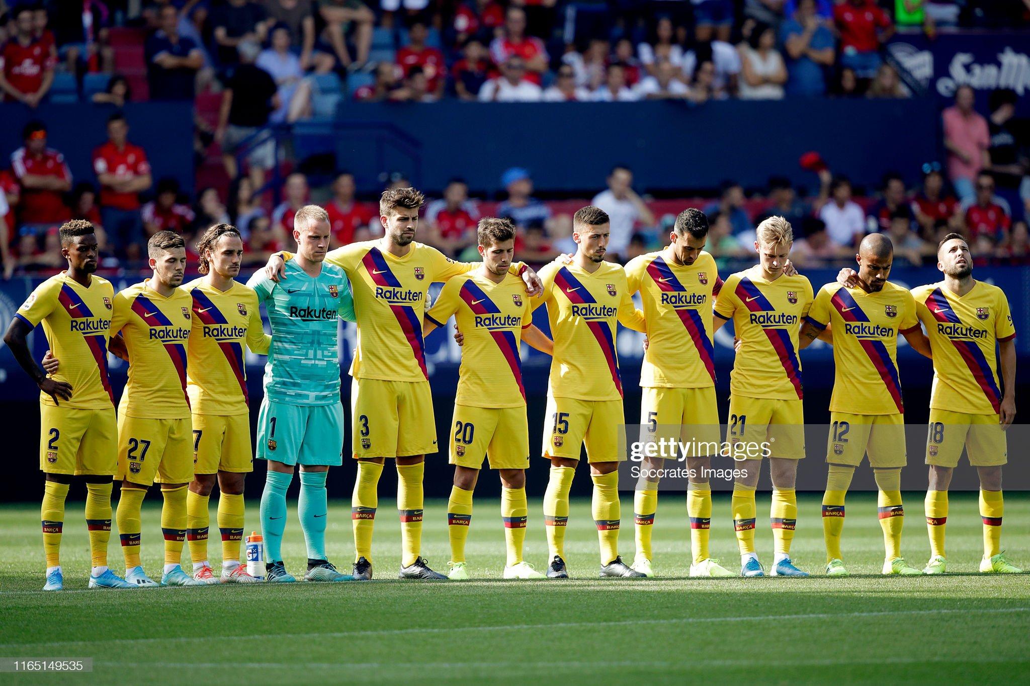 صور مباراة : أوساسونا - برشلونة 2-2 ( 31-08-2019 )  Players-of-fc-barcelona-stands-for-a-minute-of-silence-during-the-la-picture-id1165149535?s=2048x2048