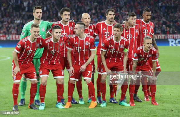 Players of FC Bayern Muenchen pose for the team picture before the Champions League quarter final second leg match between FC Bayern Muenchen and...