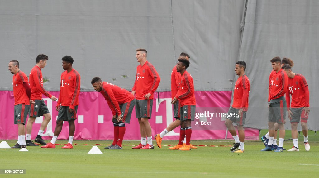 Players of FC Bayern Muenchen rest during a training session at the club's Saebener Strasse training ground on May 17, 2018 in Munich, Germany.