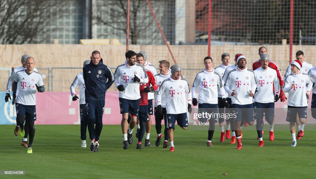 Players of FC Bayern Muenchen warm up during a training session at the club's Saebener Strasse training ground on January 10, 2018 in Munich, Germany.