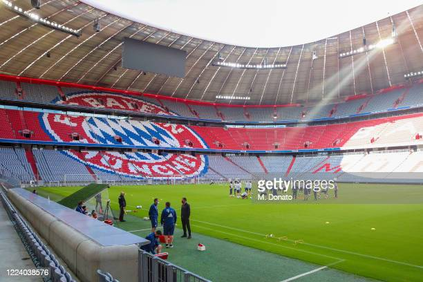 Players of FC Bayern Muenchen warm up on the pitch during a training session at Allianz Arena on May 10, 2020 in Munich, Germany. FC Bayern Muenchen...