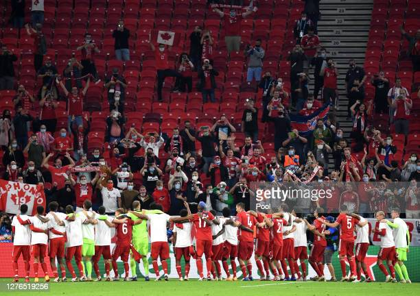 Players of FC Bayern Munich celebrate winning the UEFA Super Cup after the match between FC Bayern Munich and FC Sevilla at Puskas Arena on September...