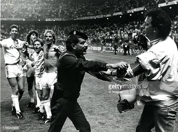 Players of FC Groningen Police during the Europa Cup 3 match between Atletico Madrid and FC Groningen on october 5 1988 in Madrid The Netherlands