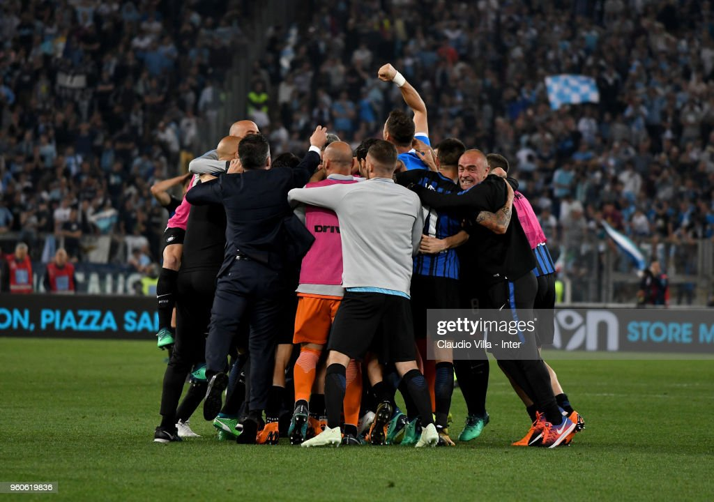 Players of FC Internazionale and team celebrate the victory and the qualification for the Champions League during the serie A match between SS Lazio and FC Internazionale at Stadio Olimpico on May 20, 2018 in Rome, Italy.