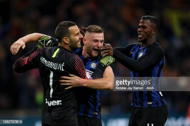 Players of FC Internazionale celebrate at full time during the Serie A match between FC Internazionale and AC Milan at Stadio Giuseppe Meazza on...