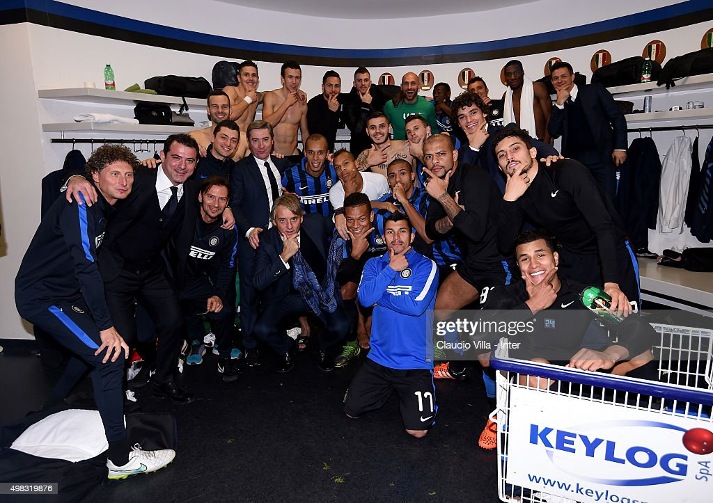 Players of FC Internazionale celebrate at the end of the Serie A match between FC Internazionale Milano and Frosinone Calcio at Stadio Giuseppe Meazza on November 22, 2015 in Milan, Italy.