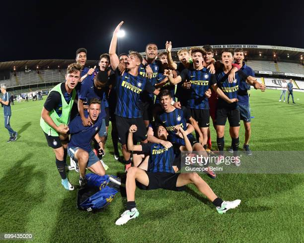 Players of FC Internazionale celebrate the victory after the U17 Serie A Final match between Atalanta BC and FC Internazionale on June 21 2017 in...