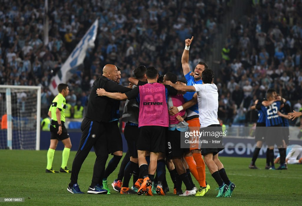 Players of FC Internazionale celebrate the victory and the qualification for the Champions League during the serie A match between SS Lazio and FC Internazionale at Stadio Olimpico on May 20, 2018 in Rome, Italy.
