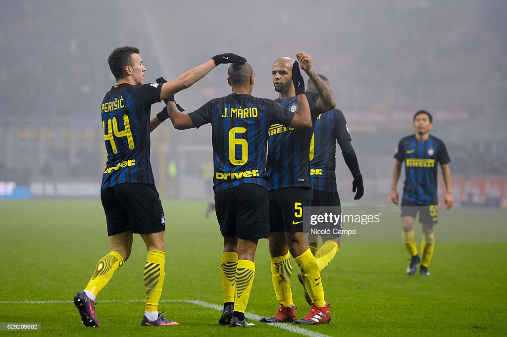 Players of FC Internazionale celebrates after a goal during... : Nachrichtenfoto