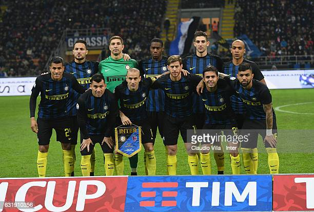 Players of FC Internazionale line up prior to the TIM Cup match between FC Internazionale and Bologna FC at Stadio Giuseppe Meazza on January 17 2017...