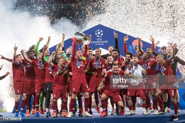 Players of FC Liverpool celebrate with the trophy after winning the UEFA Champions League Final between Tottenham Hotspur and Liverpool at Estadio...