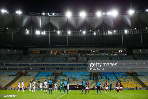 Players of Flamengo and Bangu observe a moment of silence prior to the match between Flamengo and Bangu as part of the Carioca State Championship at...
