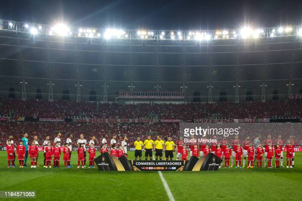 Players of Flamengo and Internacional line up before a match between Internacional and Flamengo as part of Copa CONMEBOL Libertadores 2019 at Beira...