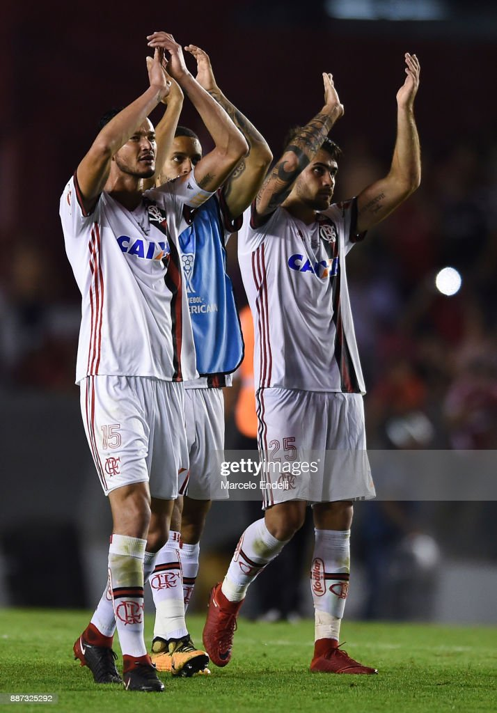 Players of Flamengo greet fans after the first leg of the Copa Sudamericana 2017 final between Independiente and Flamengo at Estadio Libertadores de America on December 6, 2017 in Avellaneda, Argentina.