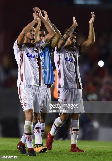 Players of Flamengo greet fans after the first leg of the Copa Sudamericana 2017 final between Independiente and Flamengo at Estadio Libertadores de...