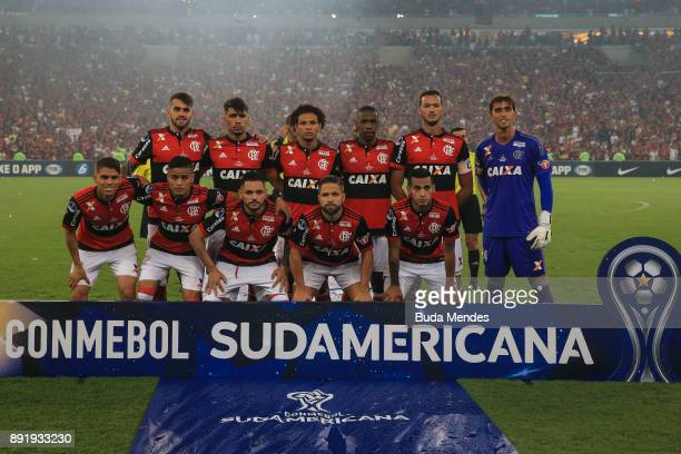 Players of Flamengo line up for a picture during the second leg of the Copa Sudamericana 2017 final between Flamengo and Independiente at Maracana...