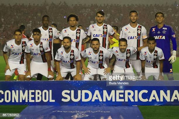 Players of Flamengo pose for a team photo prior to the first leg of the Copa Sudamericana 2017 final between Independiente and Flamengo at Estadio...