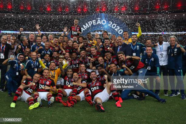 Players of Flamengo pose for a team picture after defeating Independiente del Valle by 3-0 in the second leg of Recopa Sudamericana 2020 at Maracana...