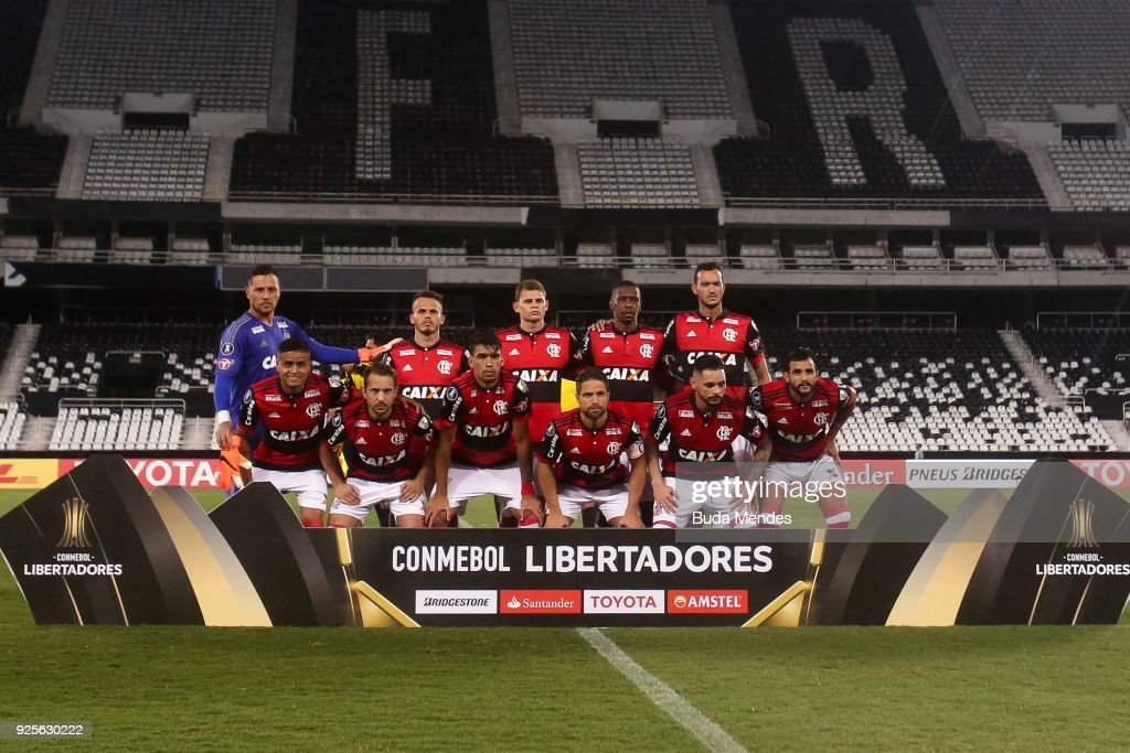 Players of Flamengo pose for photographers before a match between Flamengo and River Plate as part of Copa CONMEBOL Libertadores 2018 at Nilton Santos Olympic Stadium on February 28, 2018 in Rio de Janeiro, Brazil.