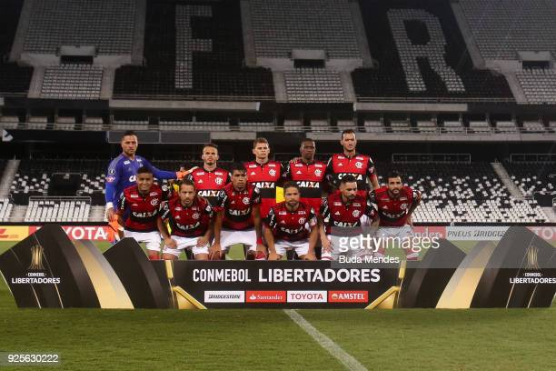 Players of Flamengo pose for photographers before a match between Flamengo and River Plate as part of Copa CONMEBOL Libertadores 2018 at Nilton...