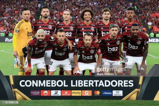 Players of Flamengo pose for the team photo prior to a second leg semifinal match between Flamengo and Gremio as part of Copa CONMEBOL Libertadores...