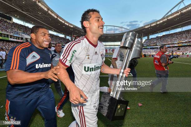 Players of Fluminense celebrate the title of Brazilian Championship 2012 during a match between Cruzeiro and Fluminense as part of Serie A 2012 at...