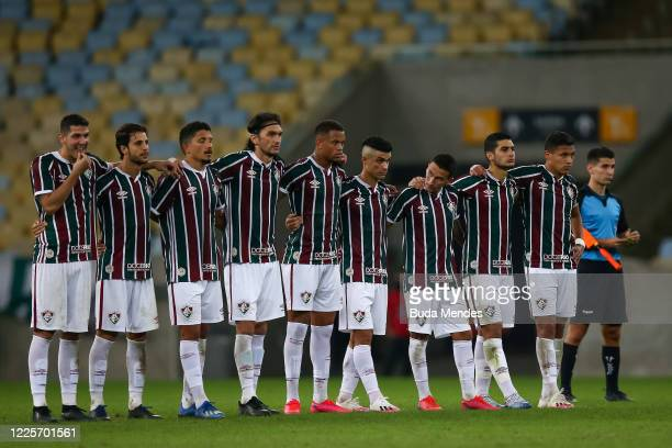 Players of Fluminense stand on the halfway line during the penalty shootout during the match between Flamengo and Fluminense as part of the Taca Rio...