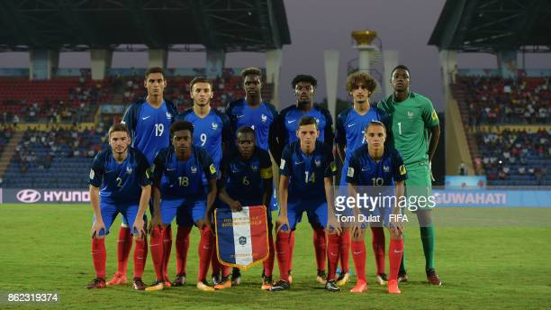 Players of France pose for a team photograph during the FIFA U17 World Cup India 2017 Round of 16 match between France and Spain at Indira Gandhi...
