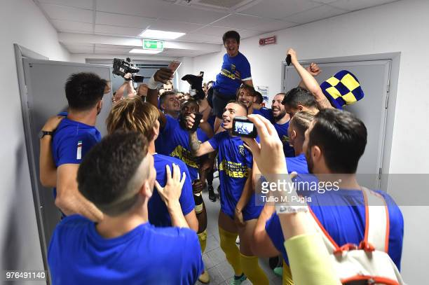 Players of Frosinone celebrate after winning the serie B playoff match final between Frosinone Calcio v US Citta di Palermo at Stadio Benito Stirpe...