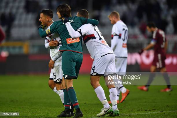 Players of Genoa CFC celebrate draw at the end of the serie A match between Torino FC and Genoa CFC at Stadio Olimpico di Torino on December 30 2017...
