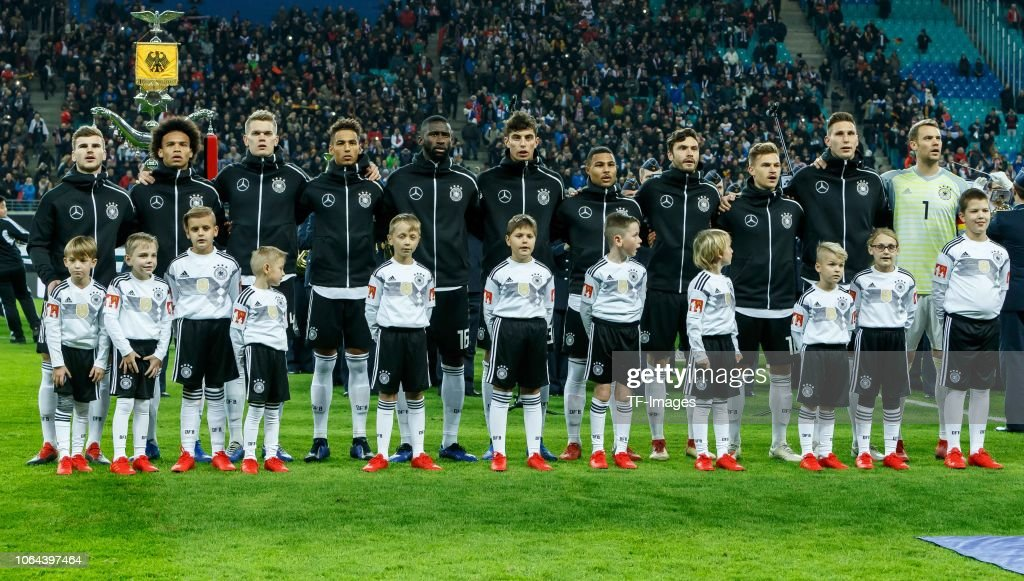 ¿Cuánto mide Thilo Kehrer? - Real height Players-of-germany-are-seen-during-the-international-friendly-match-picture-id1064397464