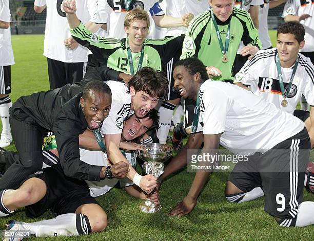 Players of Germany celebrate with the cup after the U19 European Championship final match between Germany and Italy on July 26, 2008 in Jablonec nad...