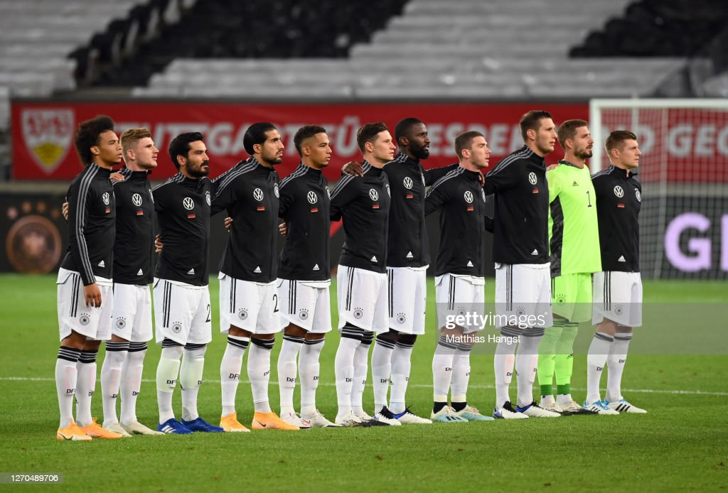 ¿Cuánto mide Emre Can? - Real height Players-of-germany-participate-in-the-german-national-anthem-prior-to-picture-id1270489706