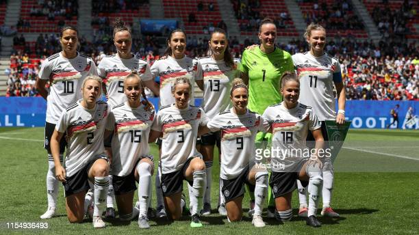 Players of Germany pose for a group picture prior to the 2019 FIFA Women's World Cup France group B match between Germany and China PR at Roazhon...