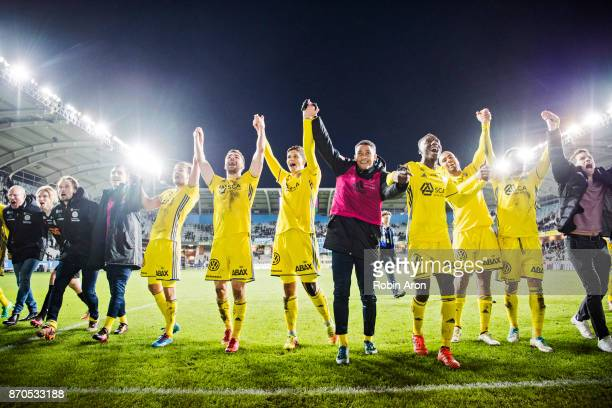 Players of GIF Sundsvall celebrates after the victory in the Allsvenskan match between IFK Goteborg and GIF Sundvall at Gamla Ullevi on November 5...