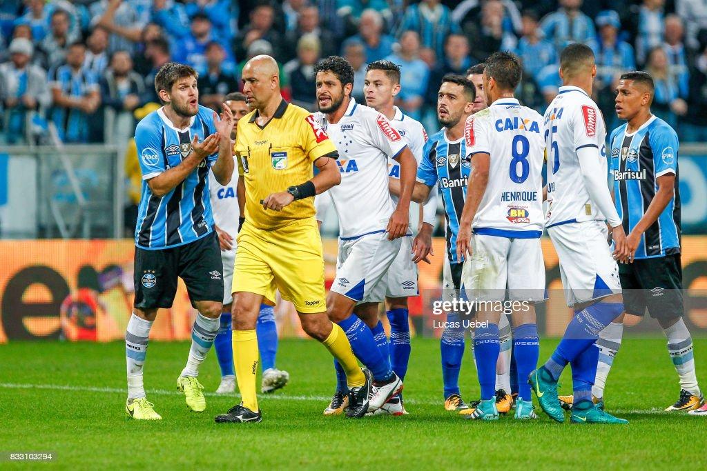 Players of Gremio and Cruzeiro argue with the referee Marcelo de Lima Henrique during the Gremio v Cruzeiro match, part of Copa do Brasil Semi-Finals 2017, at Arena do Gremio on August 16, 2017 in Porto Alegre, Brazil.