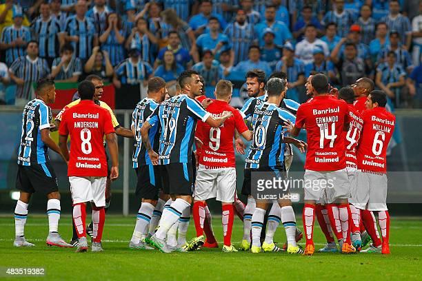 Players of Gremio and Internacional argue during the match Gremio v  Internaciona as part of Brasileirao 24d7c169d0f5c