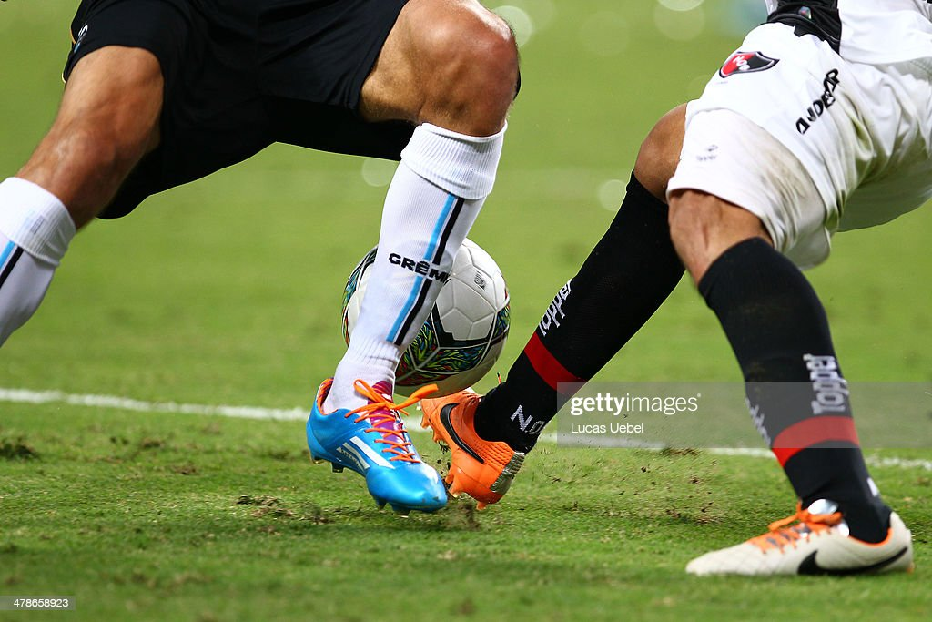 Players of Gremio and of Newell's Old Boys runs for the ball during the Copa Bridgestone Libertadores 2014 match between Gremio v Newell's Old Boys (ARG) at Arena do Gremio Stadium on March 13, 2014 in Porto Alegre, Brazil.