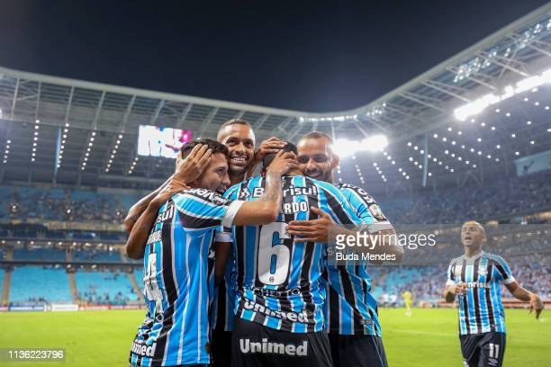Players of Gremio celebrate a scored goal during a match between Gremio and Rosario Central as part of Copa CONMEBOL Libertadores 2019 at Arena do...
