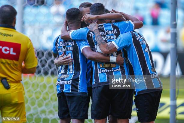 Players of Gremio celebrate their first goal during Gremio v AtleticoMG match part of Brasileirao Series A 2017 at Arena do Gremio on August 06 in...