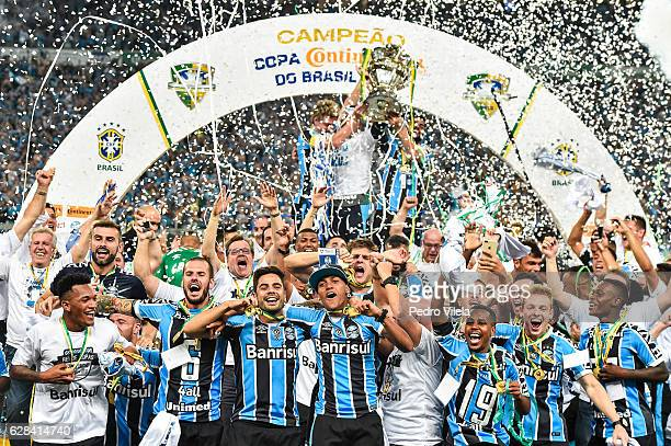 Players of Gremio lift the trophy after the match between Gremio and Atletico MG as part of Copa do Brasil Final 2016 at Arena do Gremio stadium on...