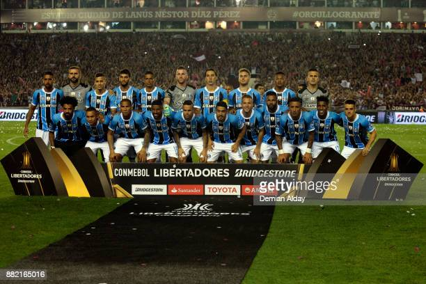 Players of Gremio pose for the team photo before the second leg match between Lanus and Gremio as part of Copa Bridgestone Libertadores 2017 Final at...