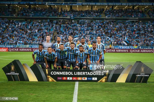 4ba88267f Players of Gremio poses for a photo before the match between Gremio and  Libertad part of