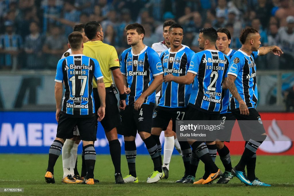 Players of Gremio reacts with the referee after the first leg match between Gremio and Lanus as part of Copa Bridgestone Libertadores 2017 Final at Arena do Gremio on November 22, 2017 in Porto Alegre, Brazil.
