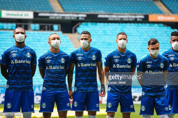Players of Gremio wearing masks before the match between Gremio and Sao Luiz as part of the Rio Grande do Sul State Championship 2020 to be played...