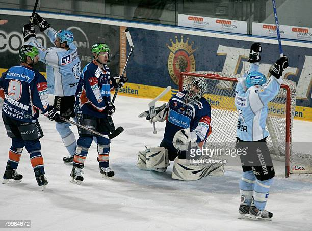 Players of Hamburg celebrate their goal against Nuremberg during the DEL match between Sinupret Ice Tigers and Hamburg Freezers at the Arena...